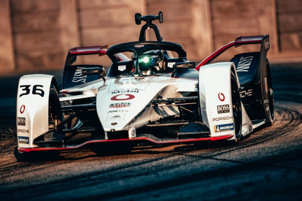 "Podium at the ""Restart"": Formula E second place for Porsche and Lotterer in Berlin"